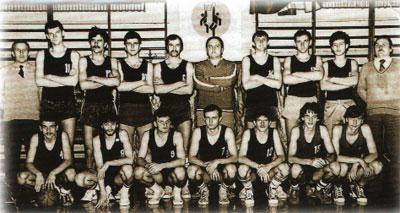 Koszykarze Polonii w 1984r. po awansie do II ligi.